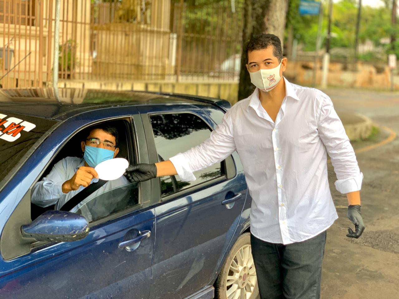 OAB Amapá realiza entrega de adesivos veiculares e Máscaras por Drive Thru